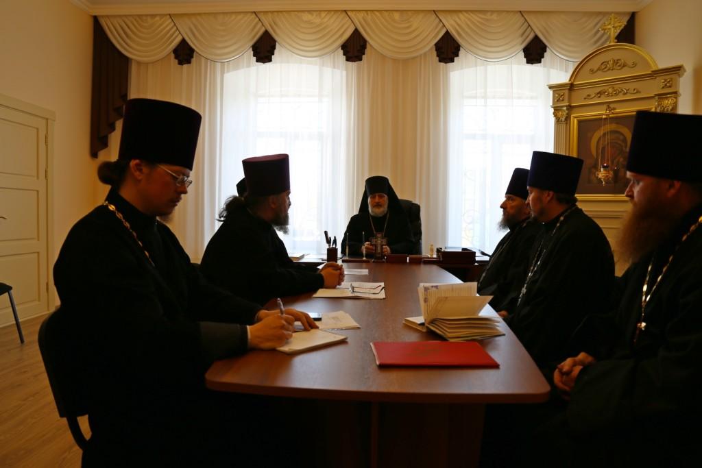Глава Шадринской епархии епископ Шадринский и Далматовский Владимир возглавил епархиальный совет. 17.05.2016 г.