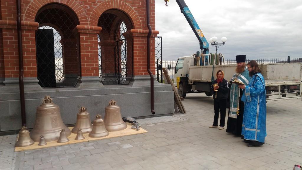 В храме во Имя Святой Троицы села Песчанотаволжанское Шадринского района состоялось освящение колоколов.