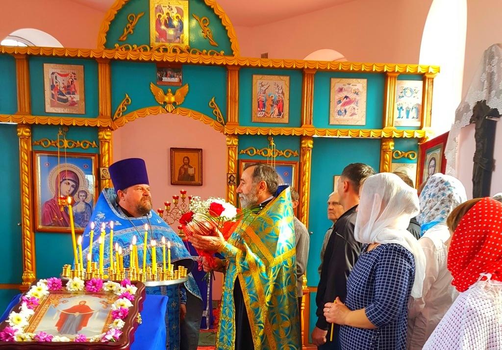 14 октября 2017 года в день празднования Покрова Пресвятой Богородицы благочинный Западного благочиния протоиерей Алексий Фасола совершил праздничный объезд своего благочиния