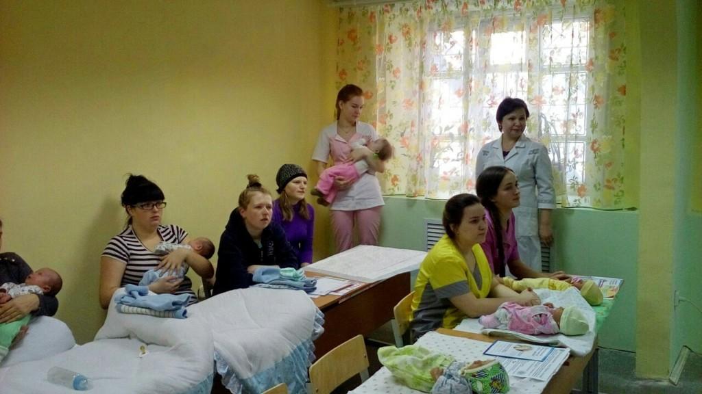 20 декабря 2017 года в Центре помощи материнству и детству в честь блаженной Матроны Московской «Дар» состоялось очередное занятие «Маминой школы» для мам, находящихся под опекой Центра.