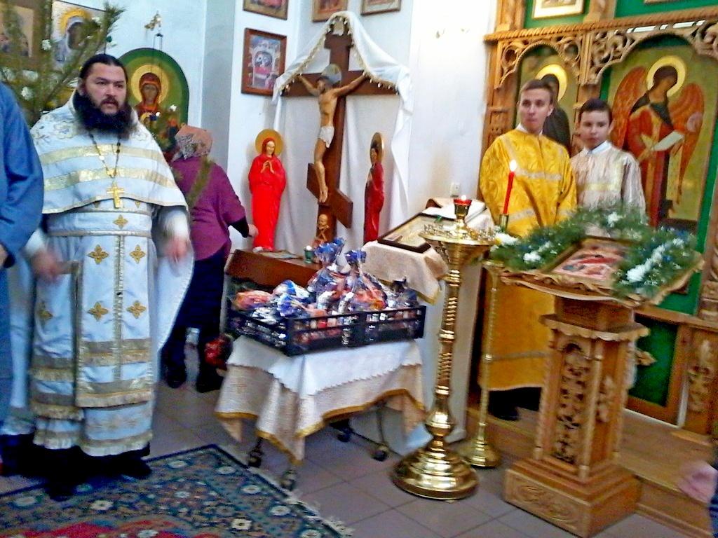 7 января 2018 года в храме во Имя Святой Троицы села Маслянское протоиерей Дмитрий Мельников совершил Божественную литургия в честь праздника Рождества Христова