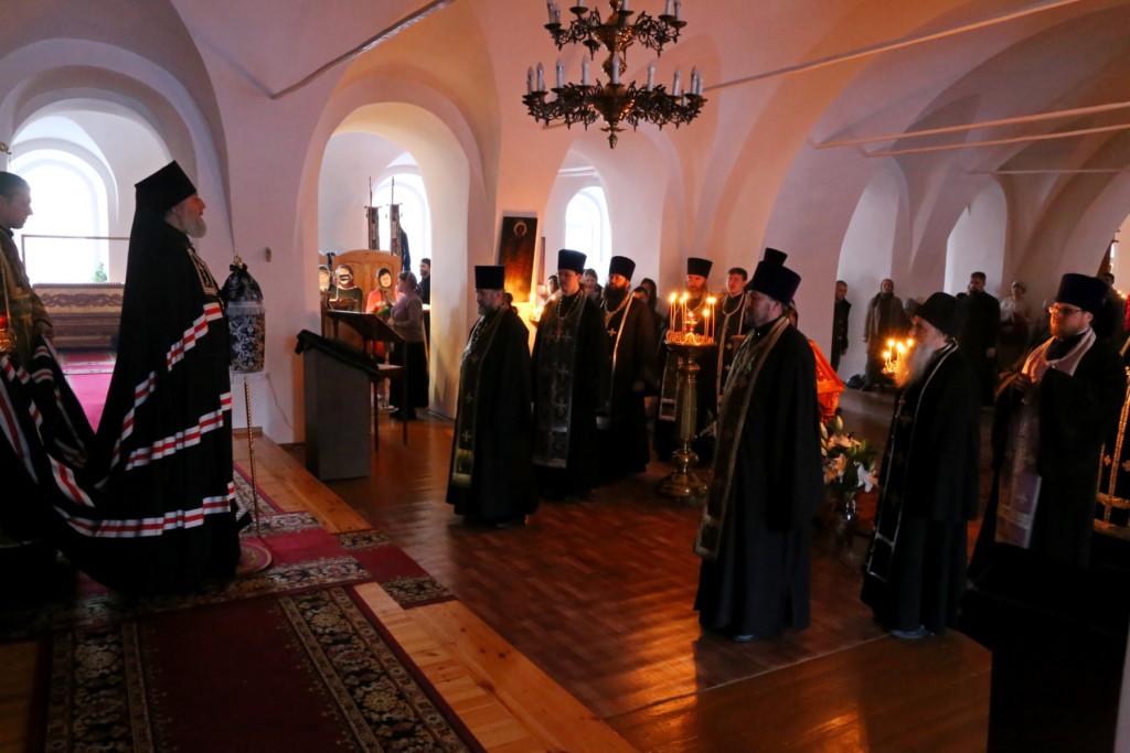 Глава Шадринской епархии совершил вечерню с чином прощения в кафедральном храме Святителя Николая Чудотворца