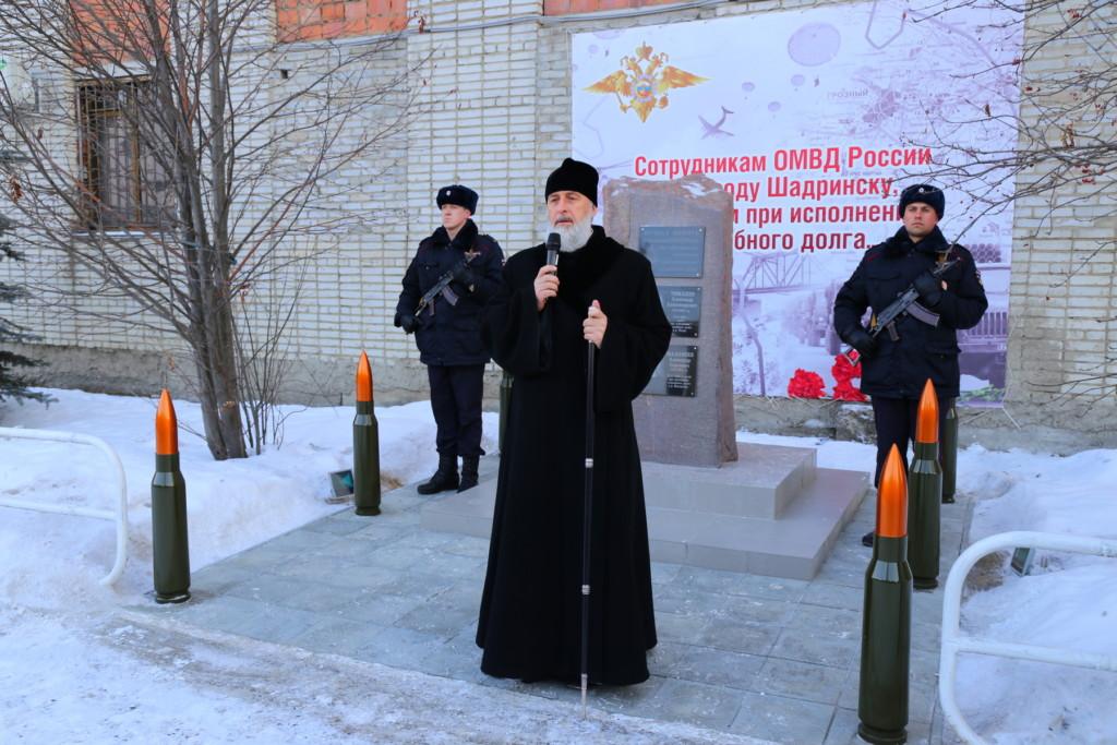 Епископ Шадринский и Далматовский Владимир принял участие в торжественной церемонии открытия памятника сотрудникам ОМВД России по городу Шадринску, погибшим при исполнении служебного долга