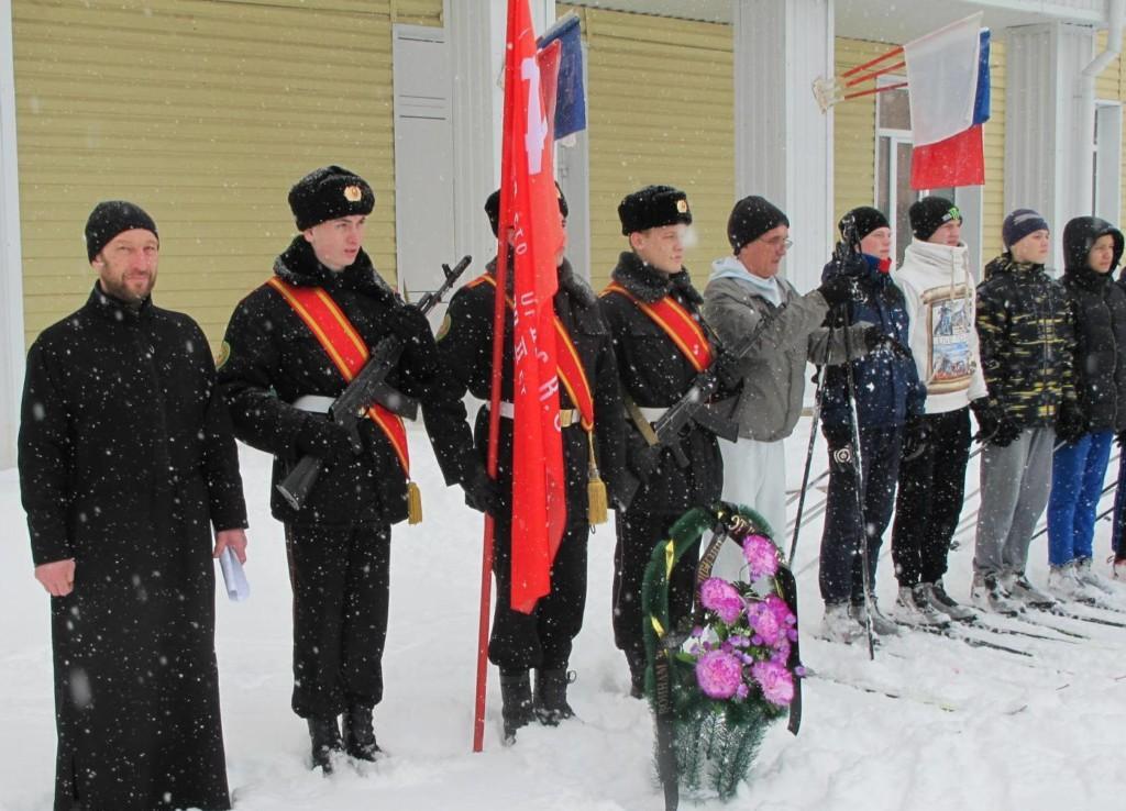 В Шадринске курсанты кадетской школы почтили память 367 стрелковой дивизии, совершив лыжный переход к Поклонному кресту