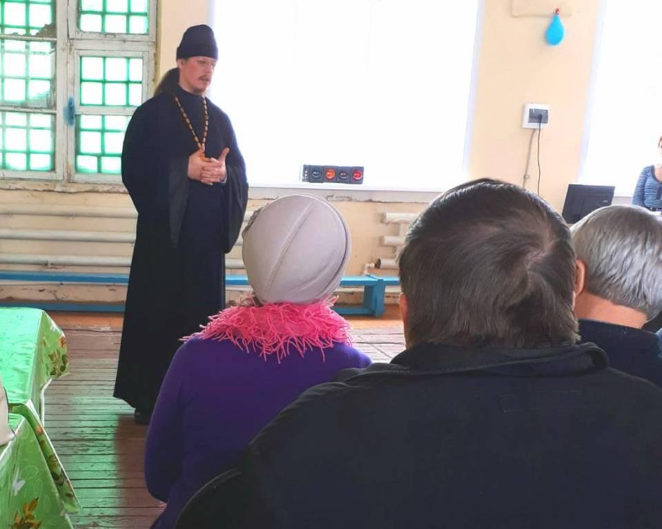 Секретарь Шадринской епархии иерей Константин Стерхов провел беседу в Шадринском отделении Всероссийского общества слепых.