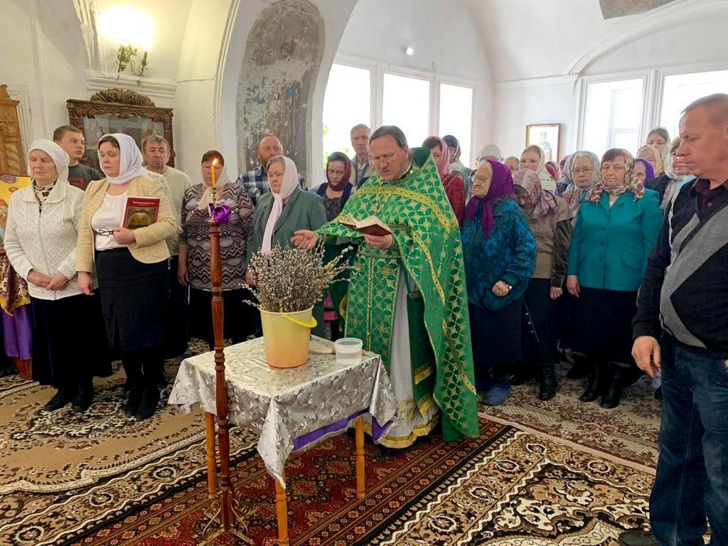 Прихожане храма в честь святителя Николая г. Далматово встретили вербное воскресение в обновленном храме. 21.04.2019 г.