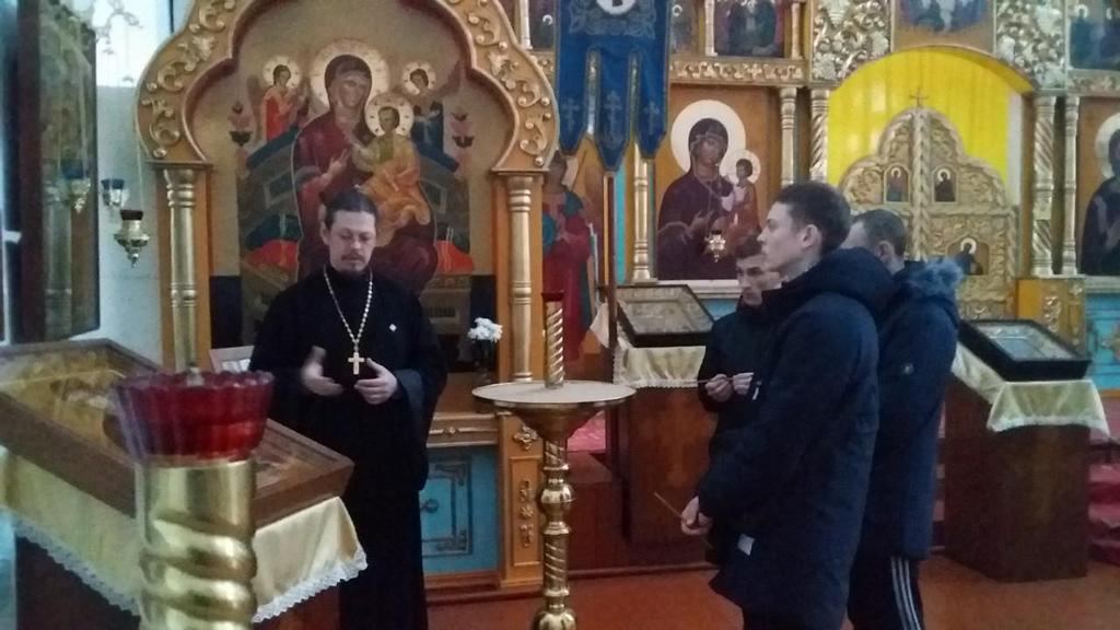Настоятель собора в честь Преображения Господня города Шадринска иерей Константин Стерхов провел экскурсию по храму для несовершеннолетних осужденных, состоящих на учете. 11.11.2019 г.