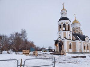 В храме святой мученицы Татианы с. Большая Рига Шумихинского района устанавливают иконостас