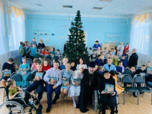 Представители епархиального Отдела по социальному служению и церковной благотворительности поздравили с Рождеством христовым воспитанников Детского дома города Шадринска