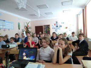 Руководитель воскресной школы с. Маслянское Ирина Юрова рассказала школьникам о празднике Крещения Господня