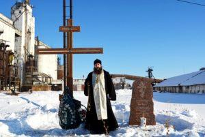 Председатель комиссии по канонизации святых Шадринской епархии Игумен Варнава (Аверьянов) отслужил литию у памятного креста Далматовских священномучеников