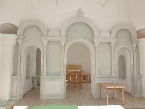 В храме святой мученицы Татианы с. Большая Рига продолжаются работы по установке мраморного иконостаса