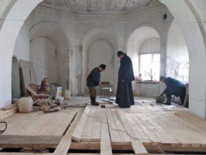 В Покровском храме села Барневка продолжаются восстановительные работы