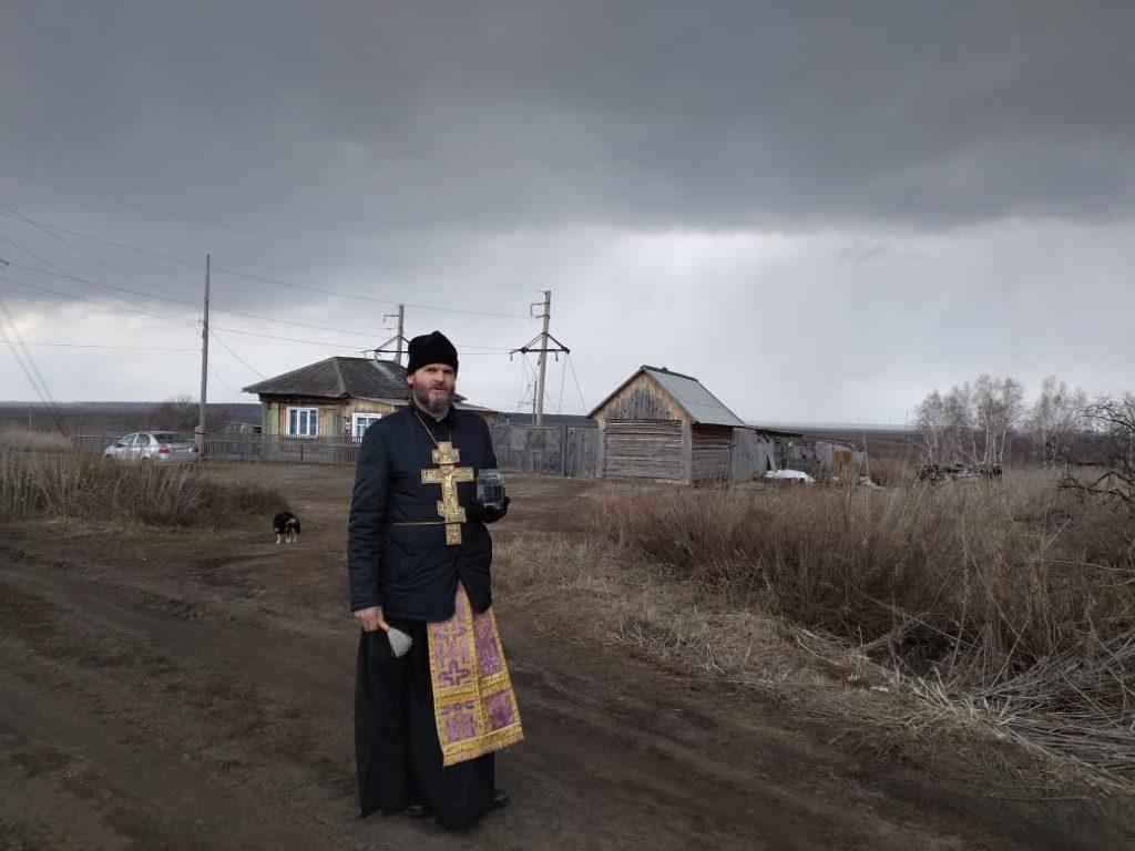 Протоиерей Владимир Швидкий прошел крестным ходом по улицам с. Звериноголовское