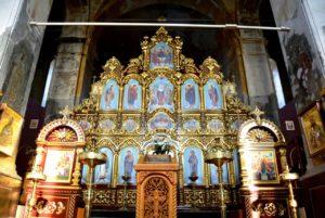 В главном алтаре Скорбященского храма Успенского Далматовского монастыря установлен новый иконостас