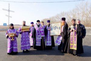 Епископ Владимир совершил молитвенный объезд Шадринска с чтимым списком чудотворной иконы Божией Матери