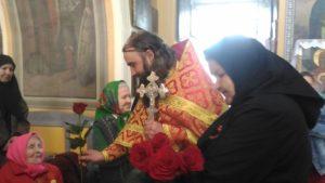 Насельниц богадельни при Богоявленском храме с. Усть-Миасское поздравили с праздником Великой Победы
