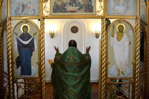 В храме-часовне в честь преподобного Тихона Калужского д. Ипатова Катайского района в престольный праздник отслужили Божественную литургию