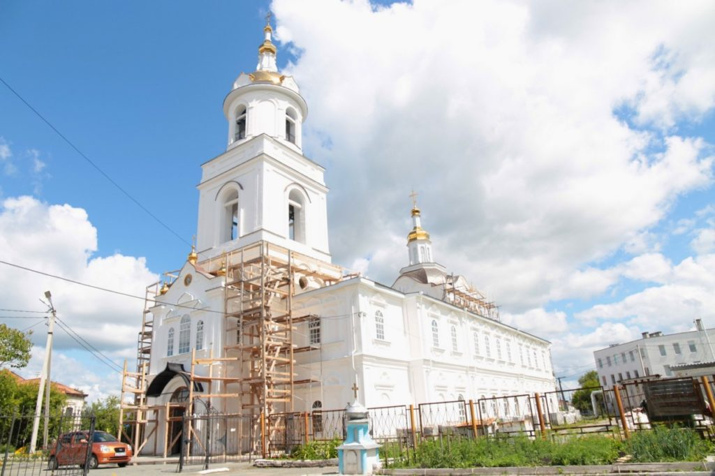 Управляющий Шадринской епархией обсудил с представителем подрядной организации ход реставрационных работ в кафедральном храме святителя Николая