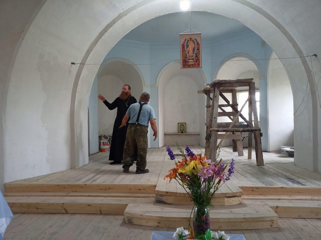 Иерей Виталий Лукиных посетил восстанавливаемый храм Покрова Пресвятой Богородицы с. Барневка Шадринского района