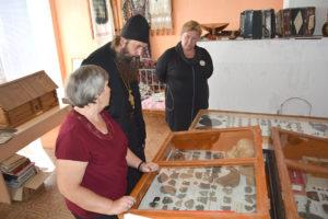 Древлехранитель Шадринской епархии игумен Варнава (Аверьянов) посетил музей Верхнеключевской средней общеобразовательной школы Катайского района