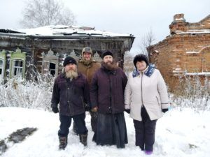 Епархиальный древлехранитель возглавил экспедицию по сбору деревянных элементов декора зданий и предметов старины в селах Далматовского района