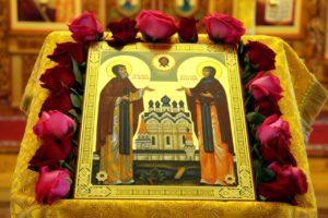 В кафедральный храм святителя Николая города Шадринска принесены частицы мощей благоверных князя Петра и княгини Февронии, Муромских чудотворцев
