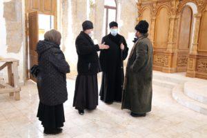 Епископ Владимир с рабочим визитом посетил храм в честь Трех святителей с. Карачельское Шумихинского района