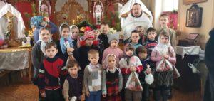 Учащихся воскресной школы при Успенском храме города Шумихи поздравили с Рождеством Христовым