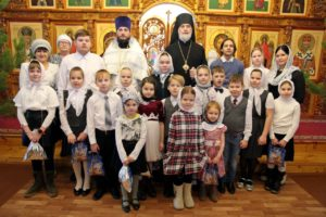 Епископ Владимир поздравил с Рождеством Христовым воспитанников воскресной школы при кафедральном храме в честь Николая Чудотворца