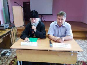 Протоиерей Василий Семенов принял участие в работе круглого стола