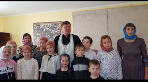 В храме во Имя Святой Троицы села Малое Дюрягино Шумихинского р-на состоялся детский утренник, посвящённый празднику Покрова Пресвятой Богородицы