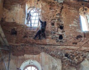 В храме Рождества Пресвятой Богородицы с. Бакланское полным ходом продолжаются ремонтные работы